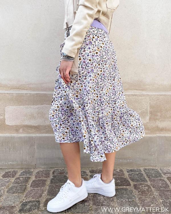 Nederdel til damer med blomsterprint