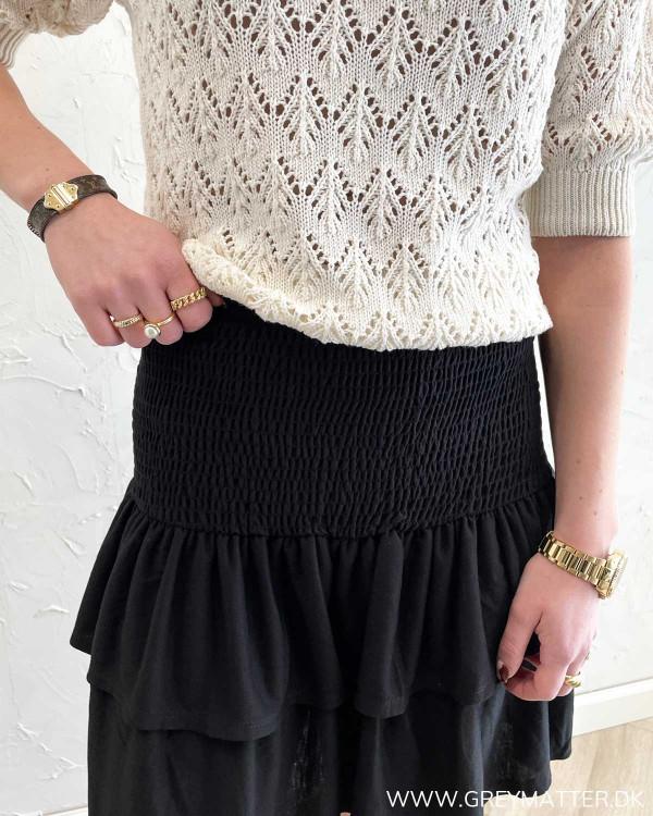Kort sort nederdel