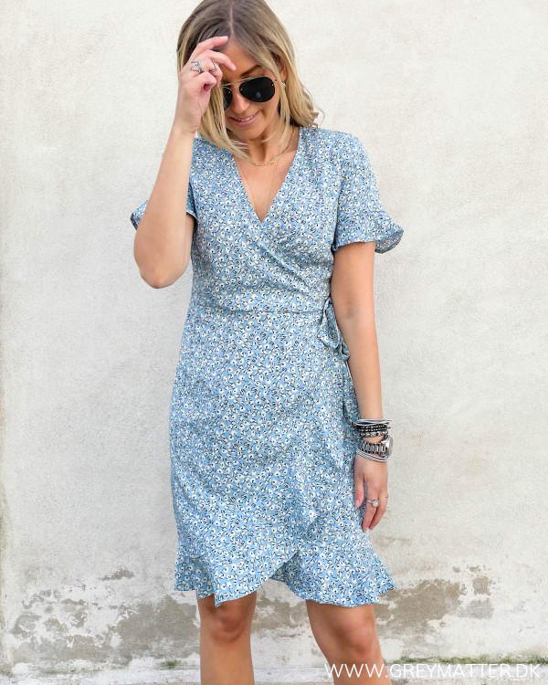 Hverdags kjole fra Only med slå-om og flæser