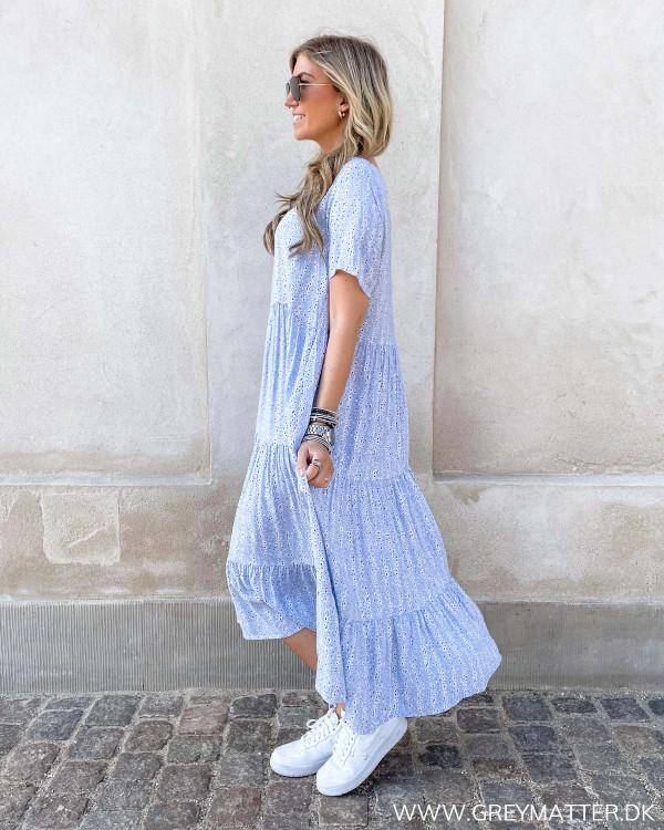 Lyseblå kjole fra Only med print