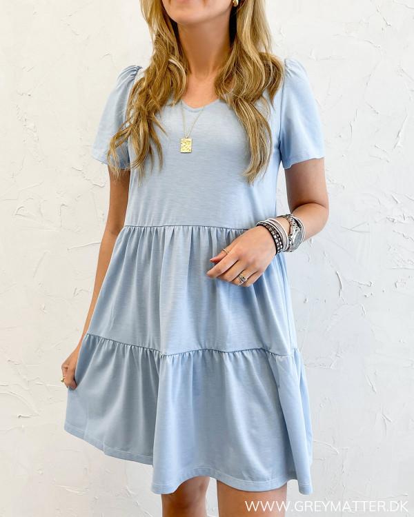 Kjole i lyseblå fra Vila