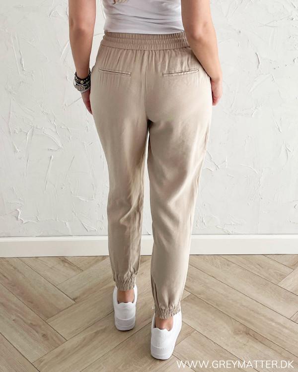 Bukser til damer med baglommer