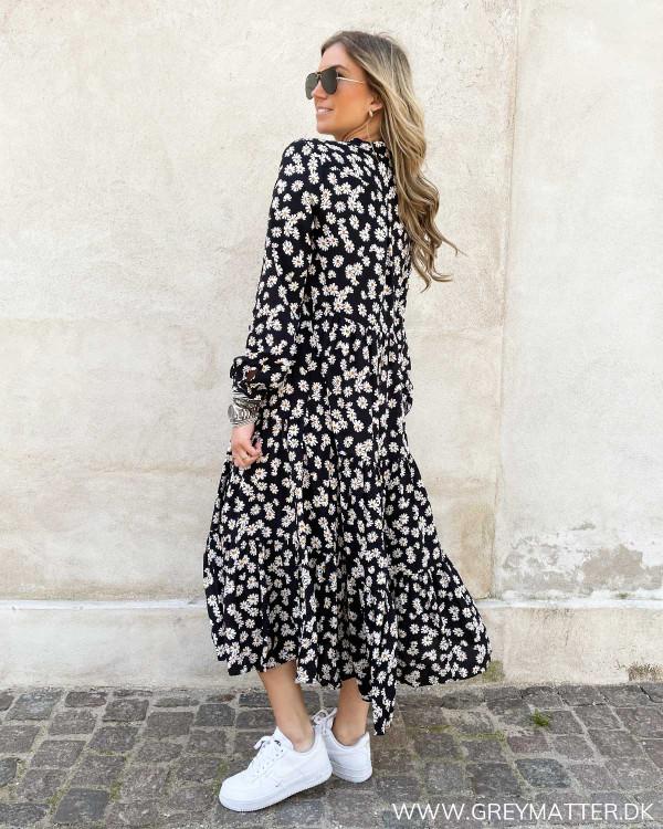 Midi dress med print og sort bundfarve