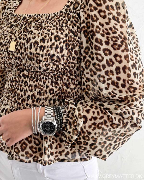 Leopard bluse med vidde i ærmerne