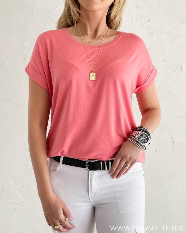 T-shirt til damer i koral farve