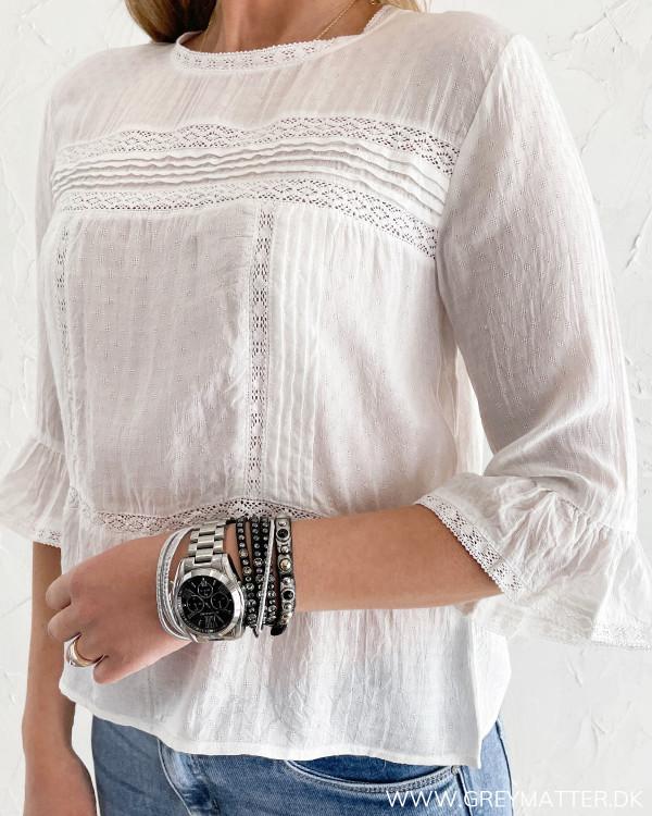 Hvid bluse med blondedetaljer fra Only