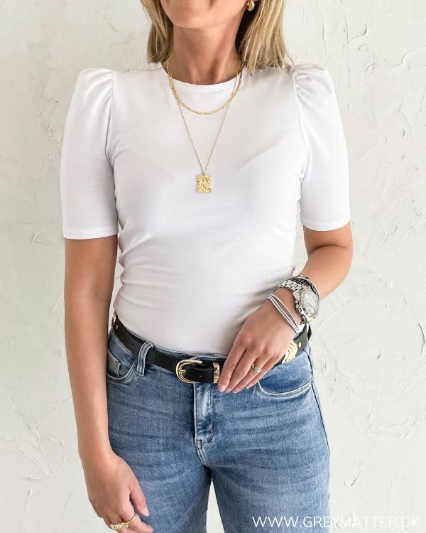 Hvid t-shirt med puff ærmer