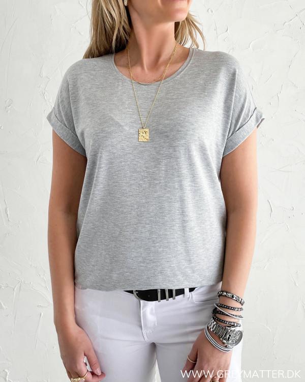 T-shirt til damer i grå fra modemærket Only