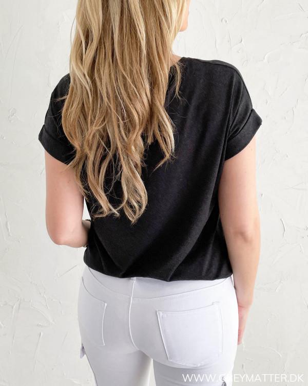 Blød t-shirt til damer fra modemærket Only