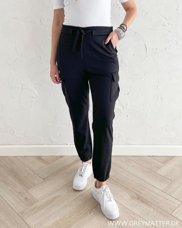 Sorte bukser til damer med højtalje og bindebånd