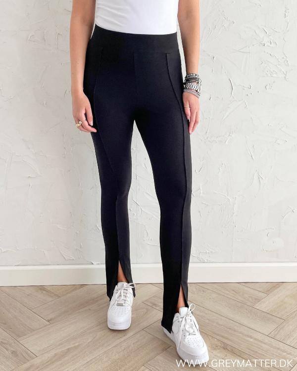Sorte bukser til damer med høj talje og i blød kvalitet