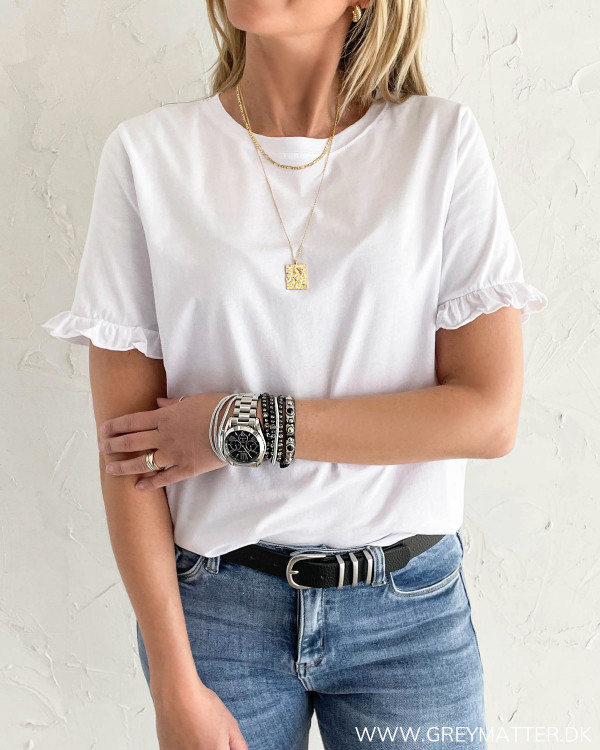 Hvid T-shirt med ruffle detalje