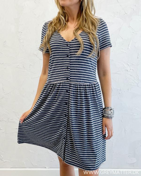 Skøn kjole fra Vila med striber