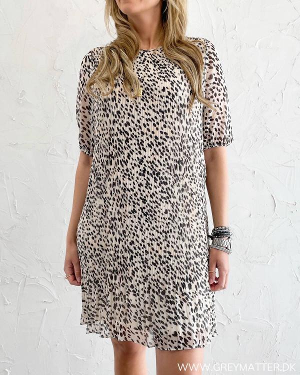Leopard plissé kjole fra Pieces