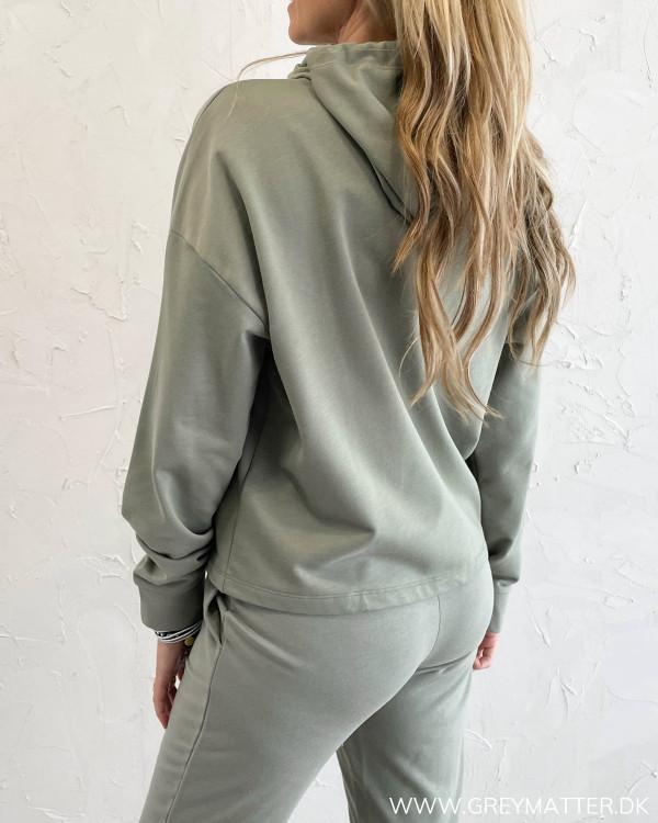 Lækker sweat hoodie til damer fra modemærket Only