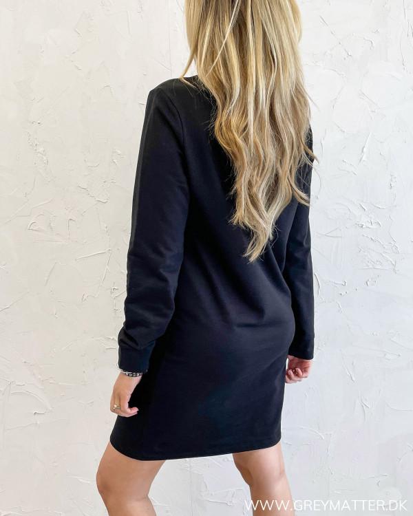 Sort sweat kjole trend damemode