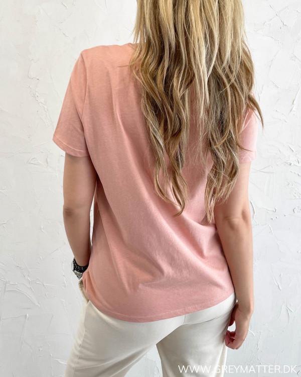 T-shirt til damer med korte ærmer og rund hals