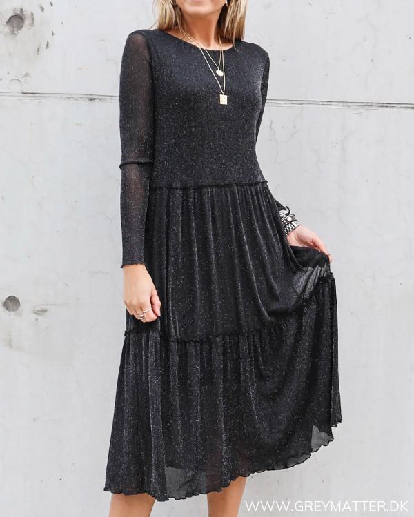 Sort kjole fra Vila med glimmer