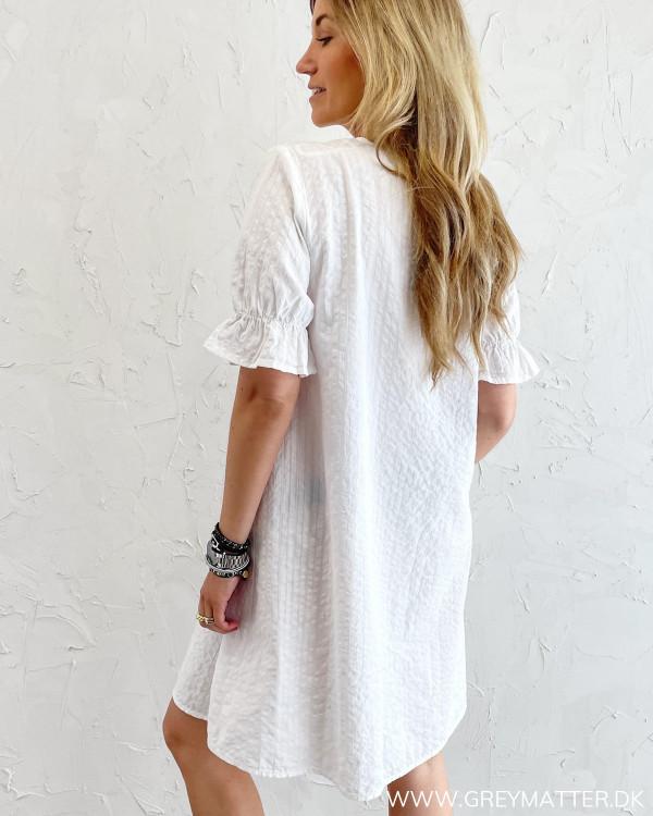 Hvide sommerkjoler fra modemærket Pieces