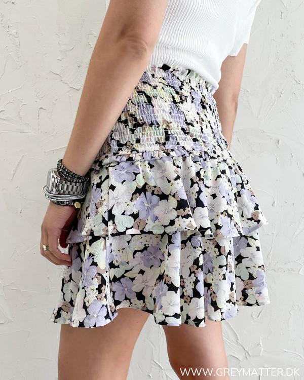 Mini skirt med blomsterprint og flæser fra Only