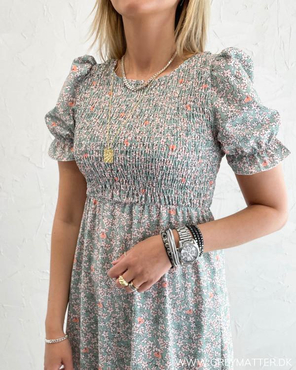 Kjole med smock
