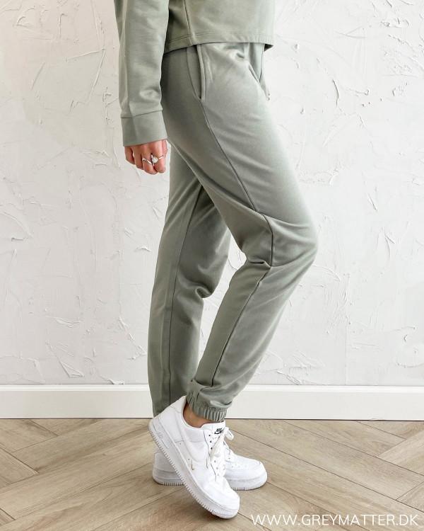 Sweat bukser til damer i smuk farve fra Only