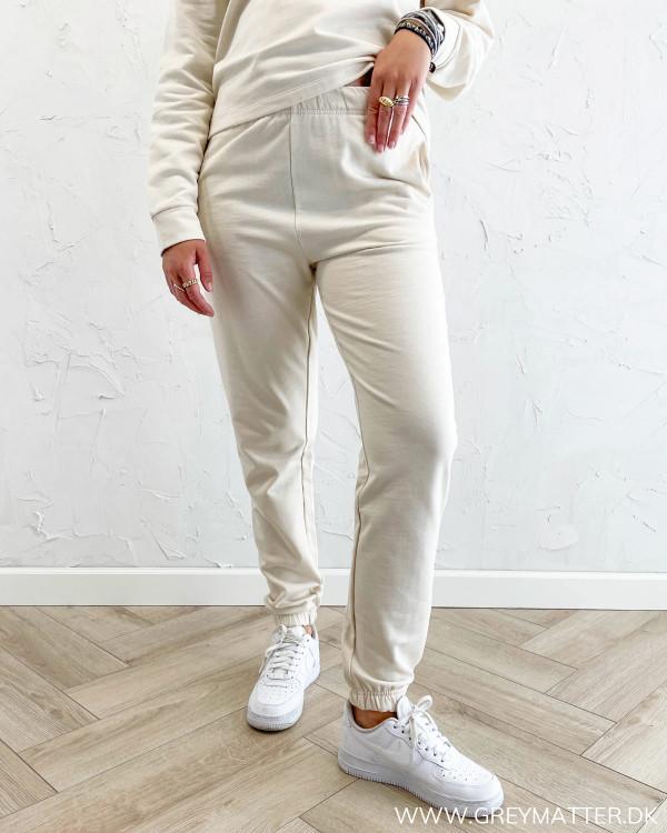 Jogging bukser til damer i lys farve
