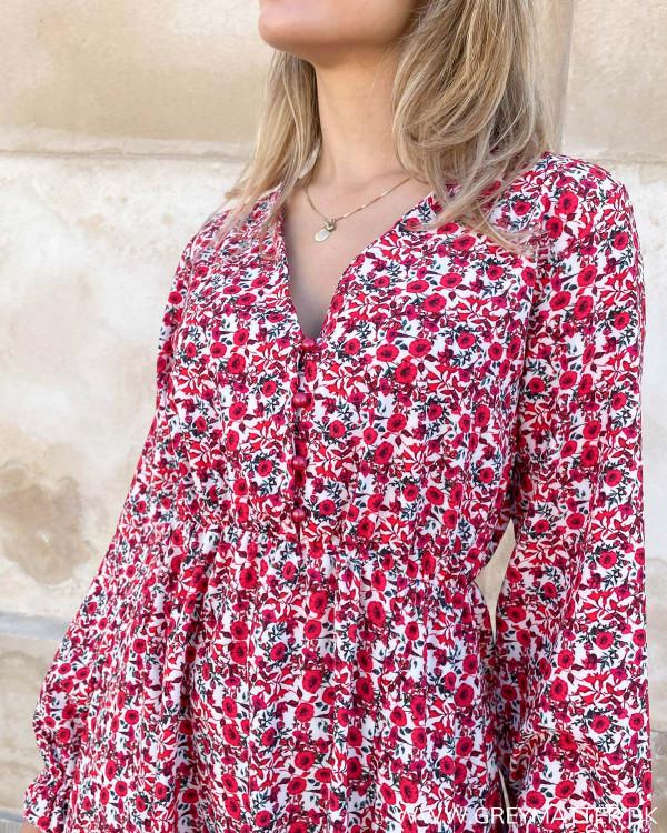 Røde kjoler med blomsterprint