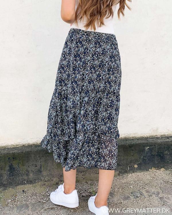 Lang nederdel dame
