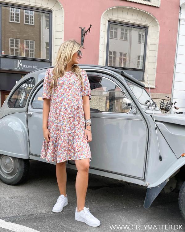 Kortærmet kjole fra Pieces med print