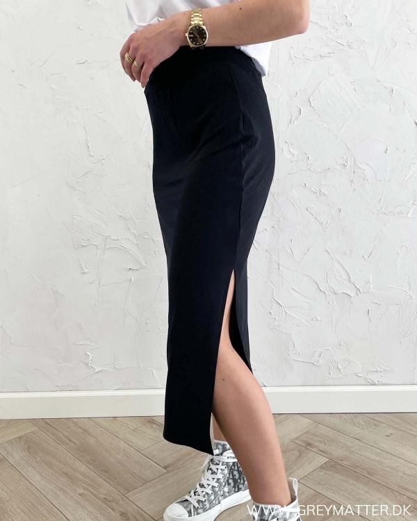Lang nederdel med slids