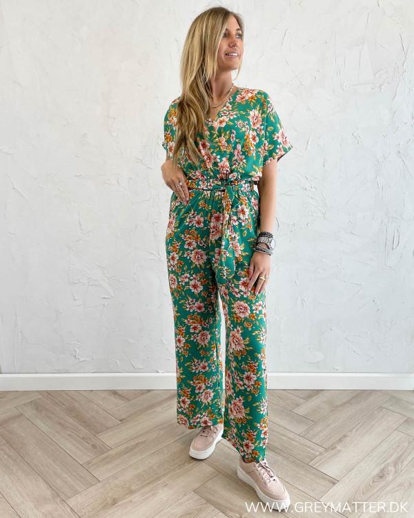 Buksedragt med blomsterprint fra Grey matter fashion