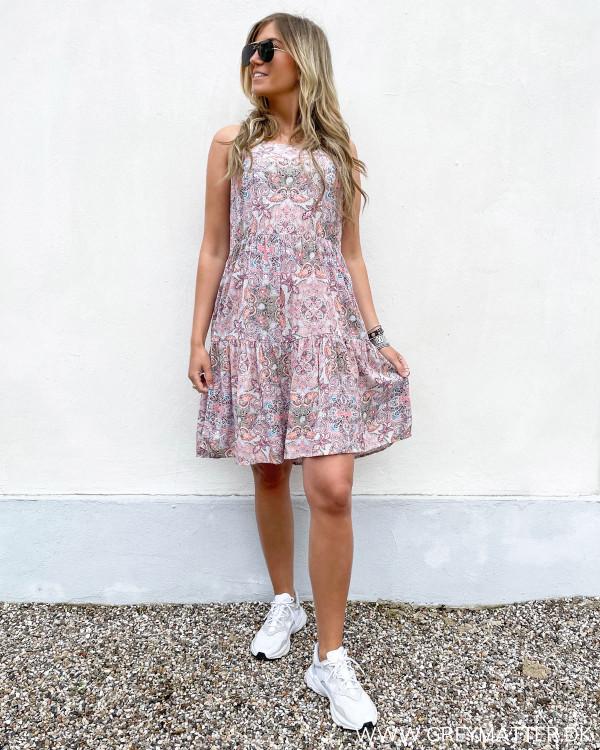 Strop kjoler fra Vila med print
