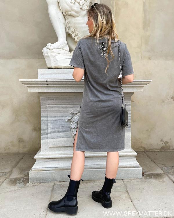 Grey Matter tee kjole med slids og logo