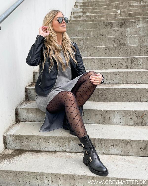 Sort strømpebuks med print fra Grey Matter Fashion