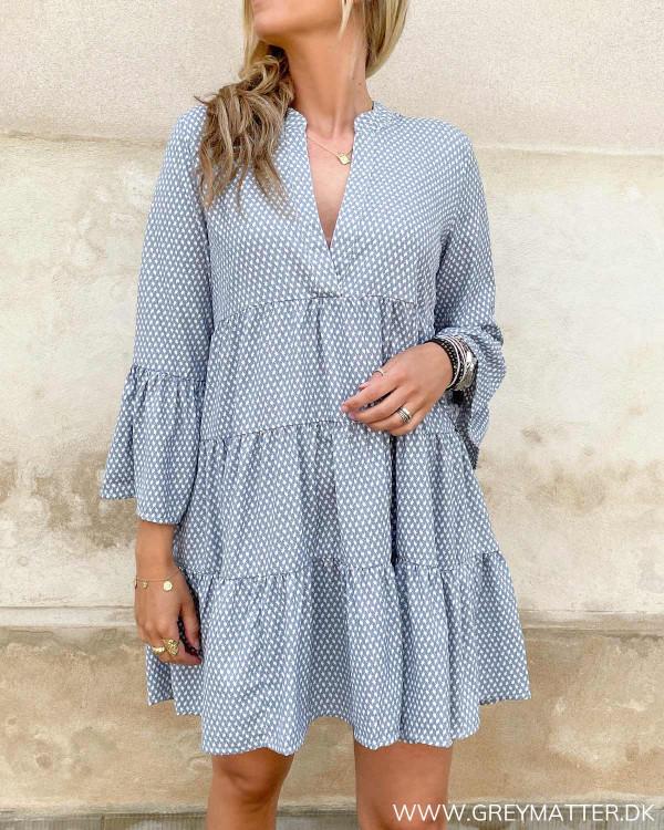 Tunika kjole fra Only i lyseblå og hvid