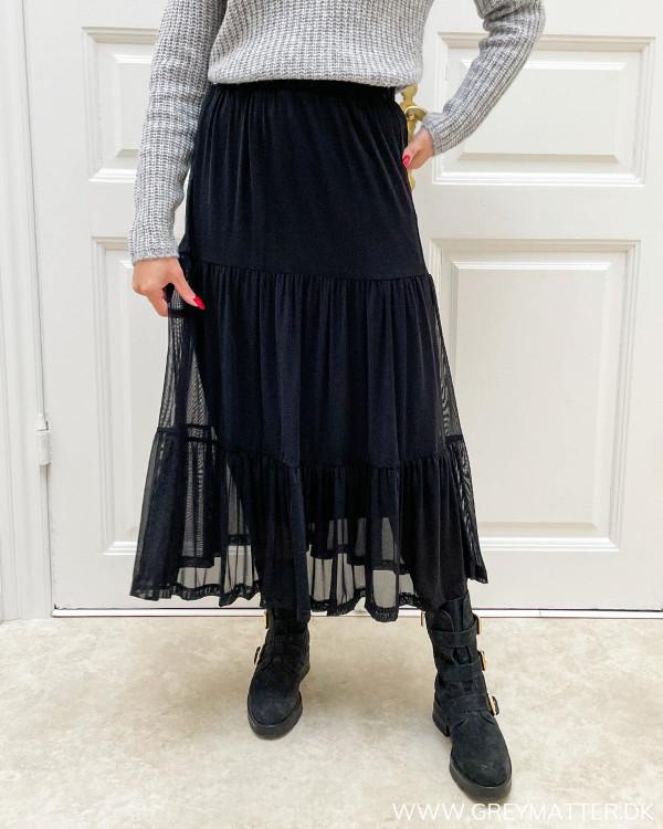 Sort lang nederdel i mesh fra Vila