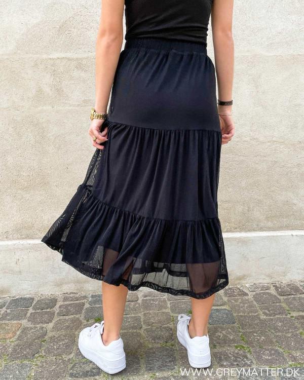 Lang nederdel i mesh fra Vila