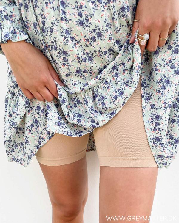 Shorts til under korte kjoler i hudfarve