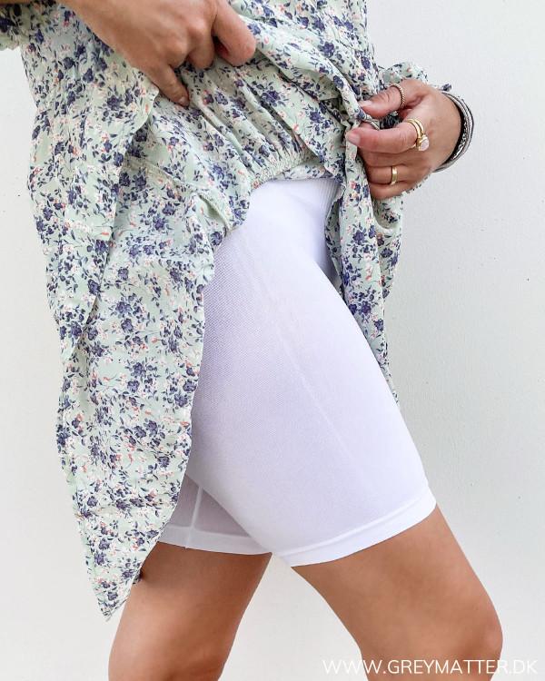 Shorts til under kjoler i hvide fra Vila