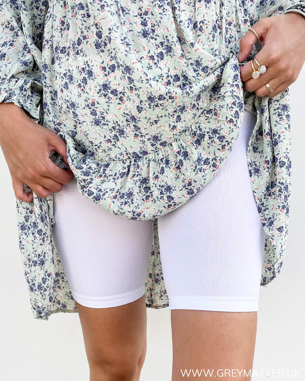 Hvide shorts til under kjoler til damer