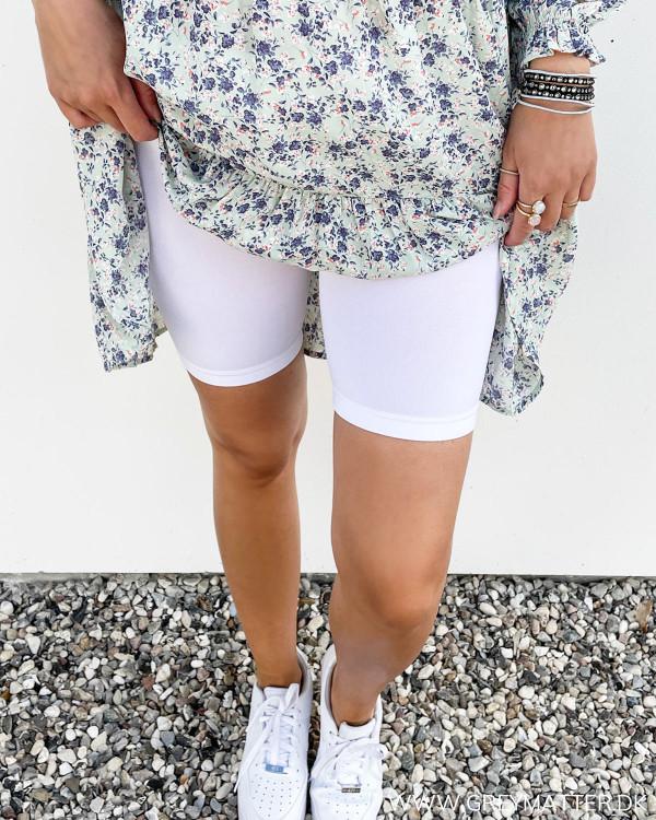 Shorts til under kjoler i neutral hvid farve
