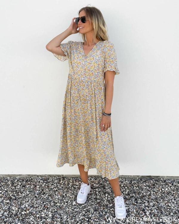 Gul kjole fra Pieces med print