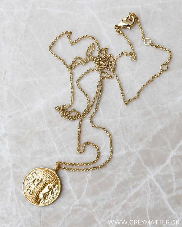 Halskæde med medaljon og mønster