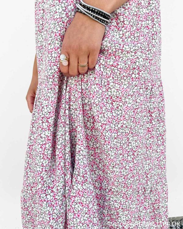 Lyserøde kjoler fra Pieces med print