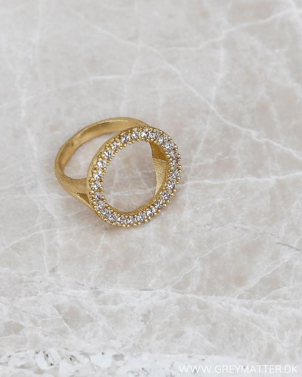 Zirkon ring i circle form