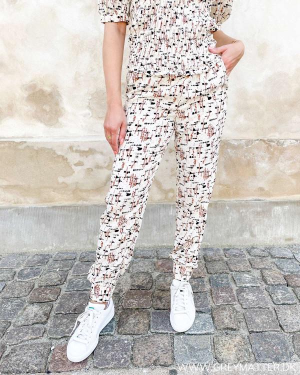 Bukser med print fra Vila
