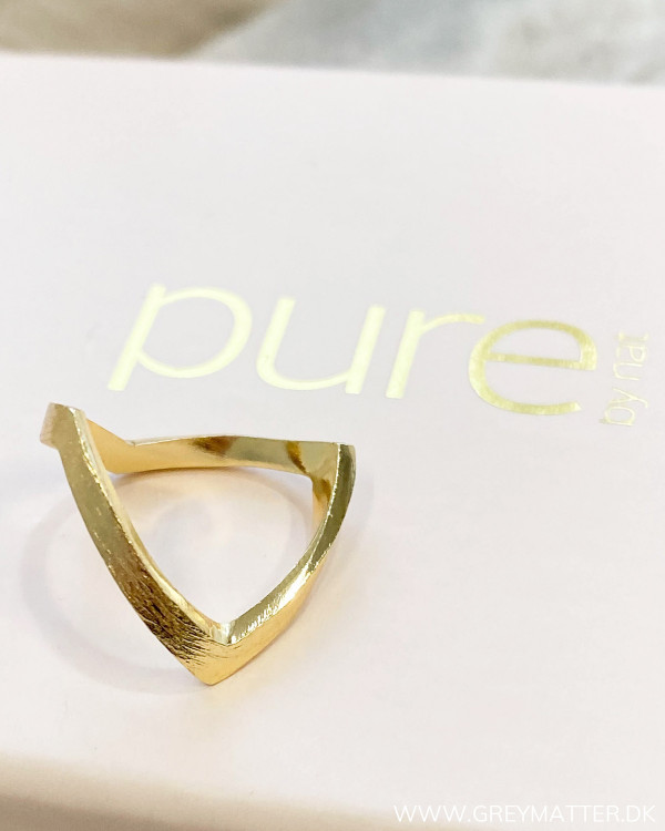 V-ring fra Pure By Nat i guldlook