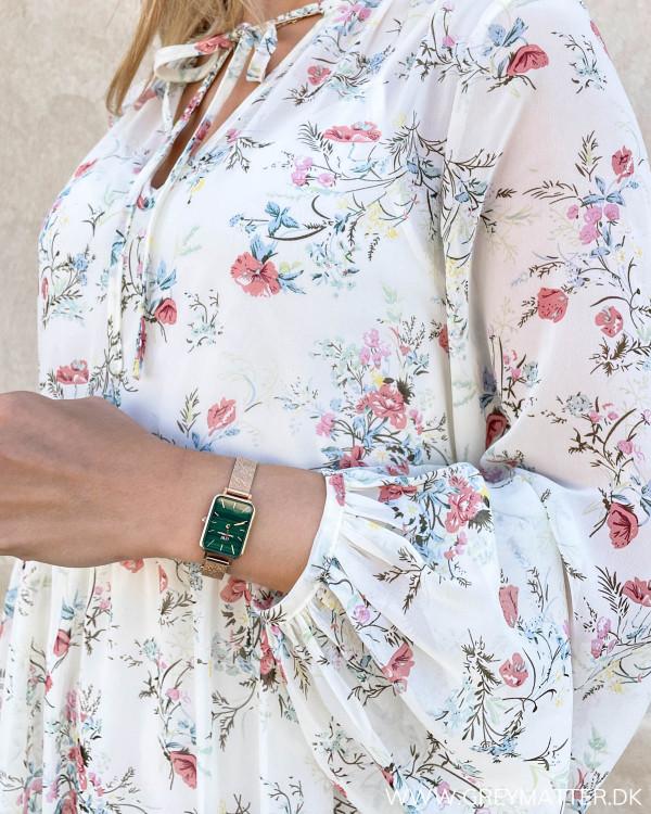 Smuk Vila kjole med detaljer