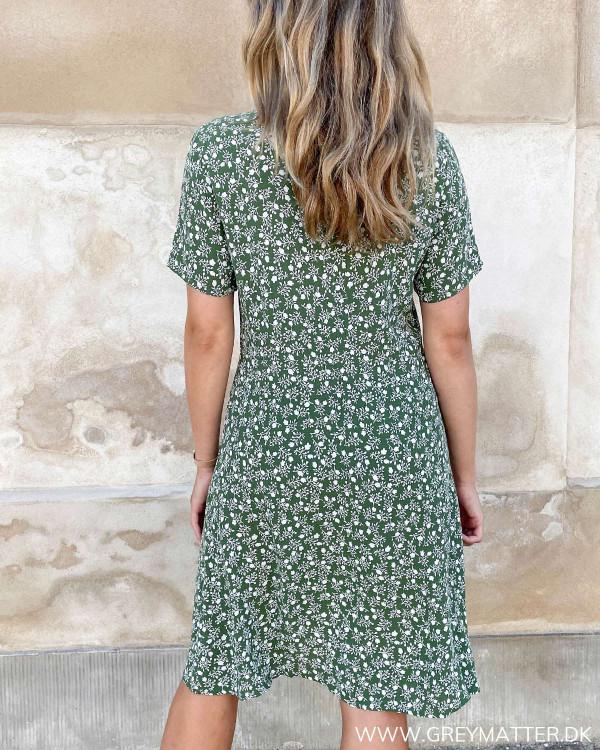 Grøn kjole fra modemærket Pieces